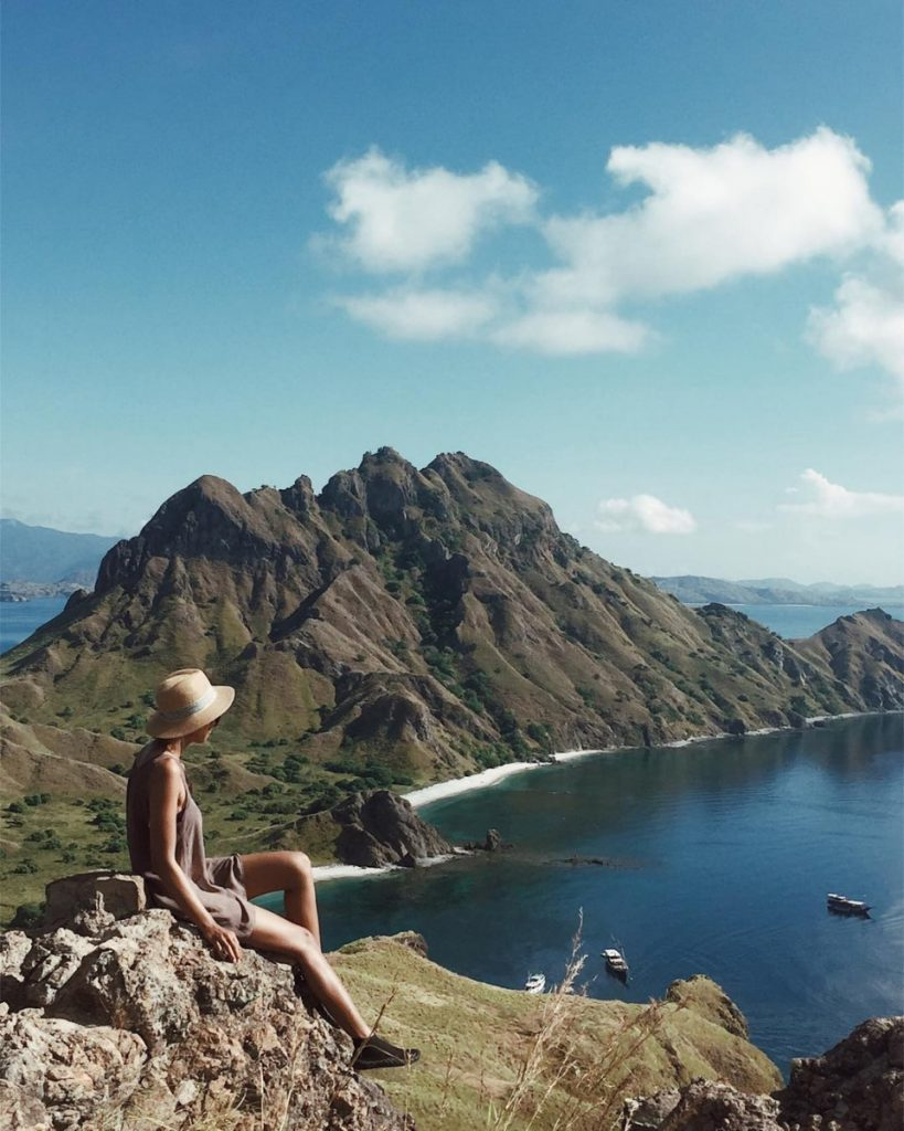 Why Do You Need Komodo Boat Charter for Sailing Flores