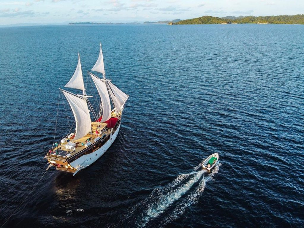 You Need to Know This Before Booking A Komodo Yacht Charter