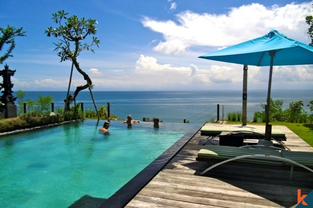 beachfront villa bali offers the luxuries of privacy to relax in tranquility